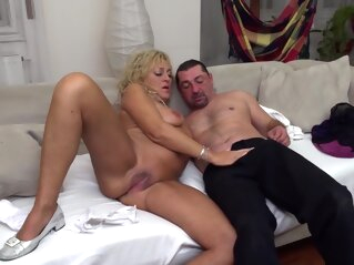 Malinde - Mature big tits blonde