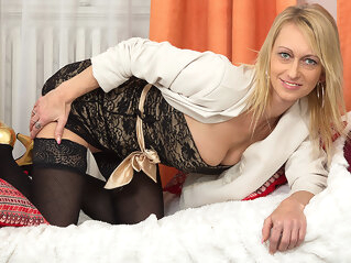 Hot Blonde Housewife Playing With Her Dildo - MatureNL dutch european